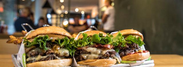 Friends-_-Brgrs-studierabat-studerende-burger-fastfood-pommes-frites-mad